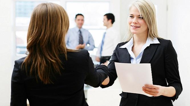 ¿Cómo debes vestirte para una entrevista laboral?