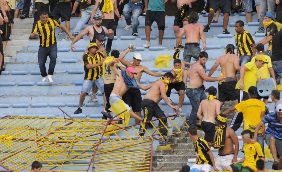 ¿El fenómeno de las barras bravas llegó a Uruguay para quedarse?